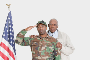 Portrait of father with US Marine Corps soldier saluting Ameの写真素材 [FYI03646334]