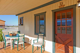 Ranch porch overlooking horse stablesの写真素材 [FYI03646551]