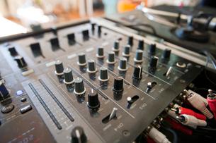 Close-up of DJ mixerの写真素材 [FYI03646735]