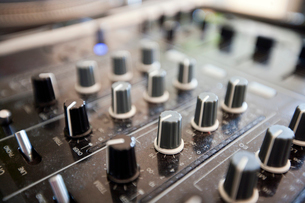 Close up of knobs on audio consoleの写真素材 [FYI03646738]