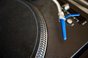 Close-up of turntable and needleの写真素材 [FYI03646740]