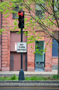 No turn on red sign on traffic lightsの写真素材 [FYI03646801]