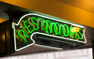 Restroom signの写真素材 [FYI03646820]