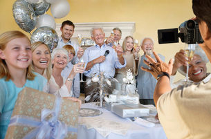 Senior man celebrating start of retirement with family and fの写真素材 [FYI03647136]