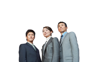 Businesspeople standing together against white backgroundの写真素材 [FYI03647258]