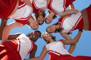 Cheerleaders in Huddle view from below (view from below)の写真素材 [FYI03647400]