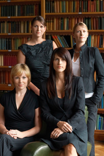 Four lawyers in libraryの写真素材 [FYI03647482]