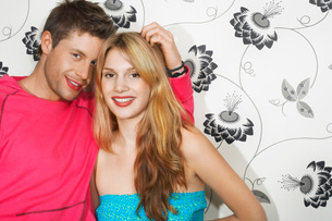 Young Couple by floral print wall portraitの写真素材 [FYI03647505]