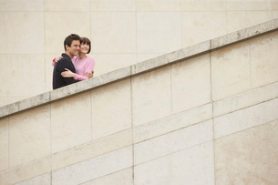 Affectionate Couple Sightseeing on Stepsの写真素材 [FYI03647538]