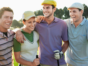 Smiling group young golfers with arms around each other's shの写真素材 [FYI03647878]