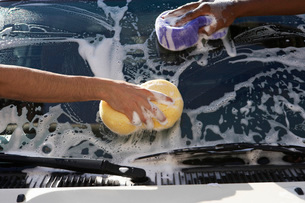 Two men washing windshield close up of handsの写真素材 [FYI03648383]