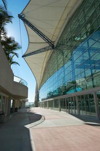 Modern office building exteriorの写真素材 [FYI03648403]