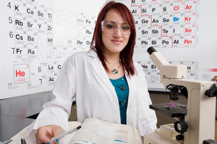 Student in Science Classの写真素材 [FYI03648568]