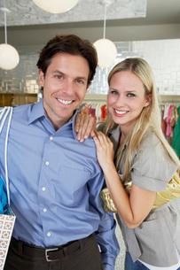 Couple Shoppingの写真素材 [FYI03648644]