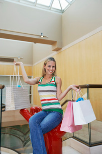 Woman Holding Shopping Bagsの写真素材 [FYI03648679]