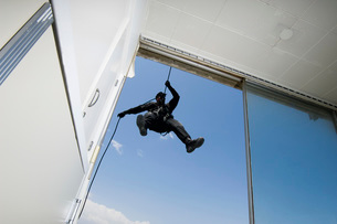 SWAT Team Officer Rappelling from Buildingの写真素材 [FYI03648733]