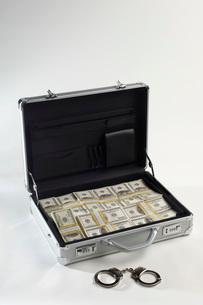 Briefcase Full of Moneyの写真素材 [FYI03648771]