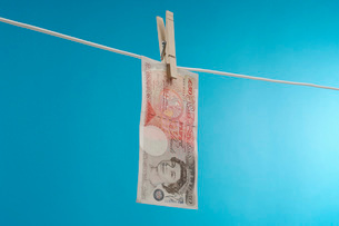British paper currency on clotheslineの写真素材 [FYI03648776]
