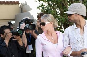 Celebrity couple and paparazziの写真素材 [FYI03648935]