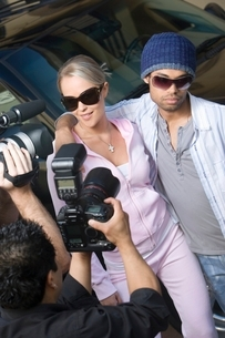Celebrity couple being interviewed by the mediaの写真素材 [FYI03648943]