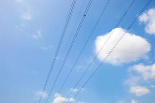 Electrical Power lines against clear Skyの写真素材 [FYI03649144]