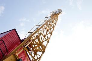 Crane above construction sitesの写真素材 [FYI03649169]