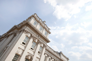 Low angle view of Old Royal Naval College, Greenwich, Londonの写真素材 [FYI03649299]