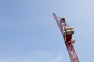 Low angle view of crane against skyの写真素材 [FYI03649393]
