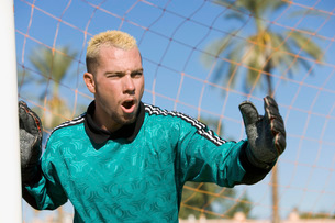 Goalkeeper shouting portraitの写真素材 [FYI03649924]