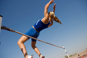Female athlete high-jumping low angle viewの写真素材 [FYI03650086]
