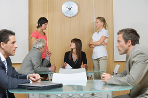 Business people having meeting in conference roomの写真素材 [FYI03650301]