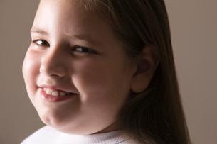 Overweight girl smilingの写真素材 [FYI03650672]