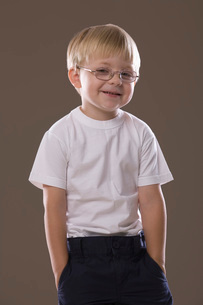 Blonde-haired boy wearing glasses smilingの写真素材 [FYI03650675]