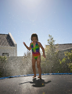 South Africa Cape Town girl jumping on trampolineの写真素材 [FYI03650735]