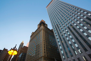 Skyscrapers low angle view Chicago Illinoisの写真素材 [FYI03650759]