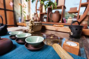 Teacups in tea storeの写真素材 [FYI03651433]