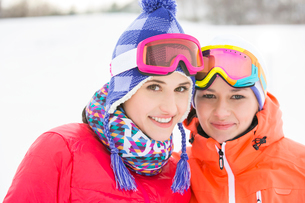 Portrait of happy young female friends in warm clothing outdoorsの写真素材 [FYI03651585]