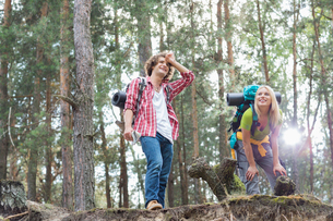 Tired young hiking couple taking a break in forestの写真素材 [FYI03651658]