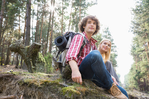 Young hiking couple relaxing in forestの写真素材 [FYI03651681]