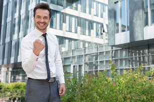 Portrait of successful businessman standing outside office buildingの写真素材 [FYI03652120]