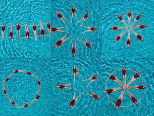 Collage of female synchronized swimmers forming various shape in swimming poolの写真素材 [FYI03652764]
