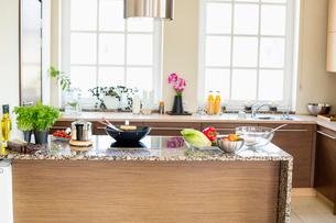 Interior of contemporary kitchenの写真素材 [FYI03653180]