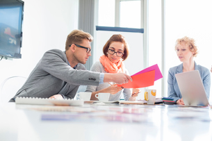 Creative businesspeople analyzing documents at desk in officeの写真素材 [FYI03653253]