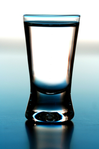 Studio shot of glass with vodkaの写真素材 [FYI03653636]