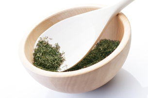Dried thyme on wooden spoonの写真素材 [FYI03653756]
