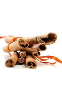 Tied Bunch of cinnamon Sticksの写真素材 [FYI03653834]