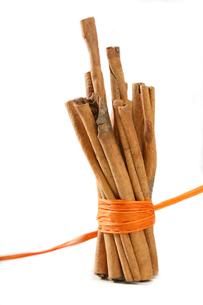Tied Bunch of cinnamon Sticksの写真素材 [FYI03653835]