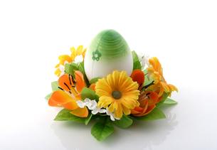 Easter egg on white backgroundの写真素材 [FYI03653956]