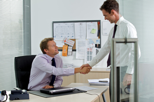Two businessman shaking hands at officeの写真素材 [FYI03654746]