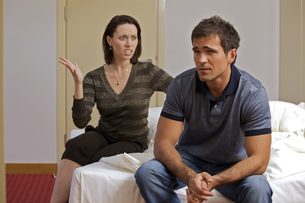 Young arguing with her husband in hotel roomの写真素材 [FYI03655114]